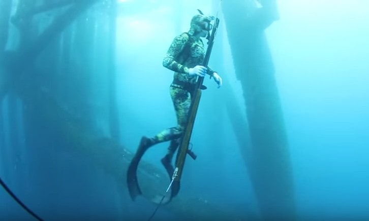scuba fishing with Recommended spearfishing equipment list-min